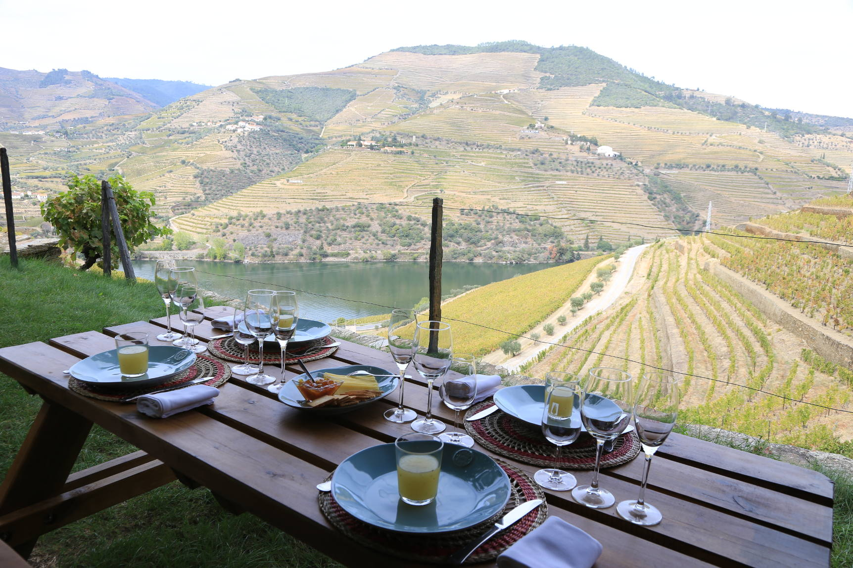 douro walking trail with picnic